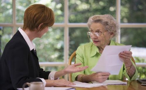 Можно ли после смерти мужа получать его пенсию вместо своей